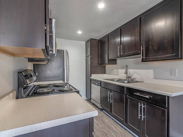 Photo Incredibly Spacious Beautiful Studio Full Size Kitchen (311 S. Sunrise Way, Palm Springs, CA)