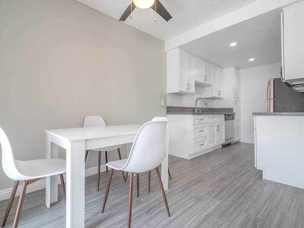 Photo Incredibly Spacious Studio Awesome Mountain View Skip Deposit (311 S. Sunrise Way, Palm Springs, CA)
