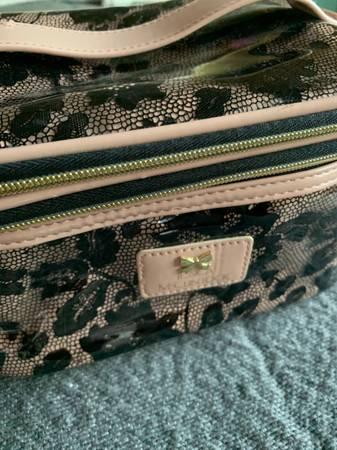 Photo Jessica McClintock makeup bag - $5 (Joshua Tree)