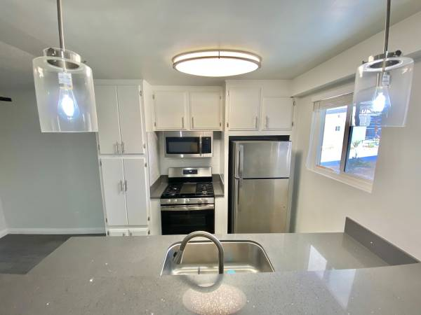 Photo Need to Move In ASAP Apply Today Move in Tomorrow (Palm Springs)