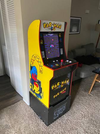 Photo PAC-MAN Arcade1up - $150 (Palm Springs)