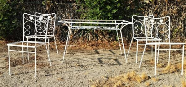Photo Patio Table and 4 Chairs ..Wrought Iron Vintage set - $275 (Thousand Palms)