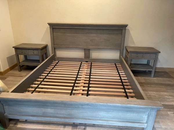 Photo Pottery Barn Cal King Bedroom Set - $1,500 (La Quinta)