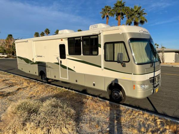 Photo RENOVATED 2003 Fleetwood Southwind -LOW miles - $32,000 (Rancho Mirage)