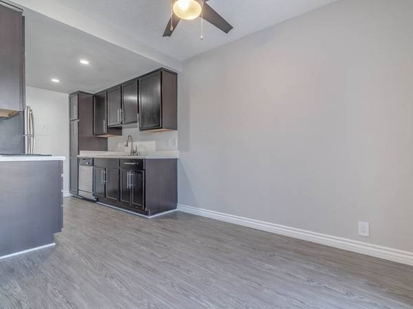 Photo Studio Top Floor Lots of Storage Space 2 Closets Full Size Kitchen (311 S. Sunrise Way, Palm Springs, CA)