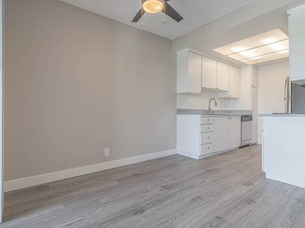 Photo Top Floor Studio - Fully Renovated - Available NOW (311 S. Sunrise Way, Palm Springs, CA)