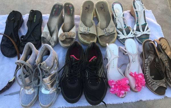 Photo Womens size 9, 8 12, shoes heels Reebok Bongo Coach belt lot - $45 (Whitewater)