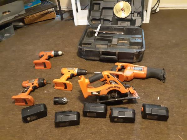Photo 18 volt black and decker power tool set - $125 (Bonifay)