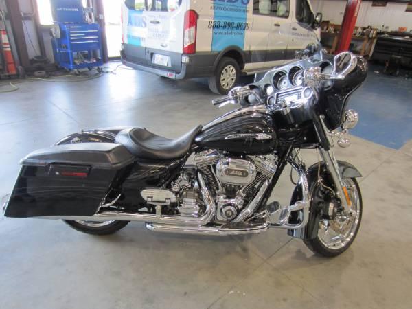 Photo 2012 Harley Davidson Street Glide CVO - $19,900 (Tallahassee)