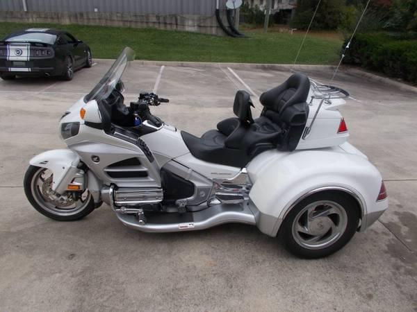 Photo 2012 White Goldwing GL1800 CSC Trike(see pricepics obelow)