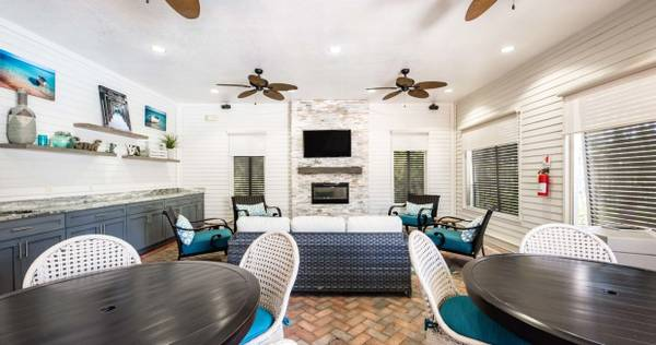 Photo 2 bed 2 bath ready to view now Visit 10X Living at Breakfast Point to (Panama City Beach)