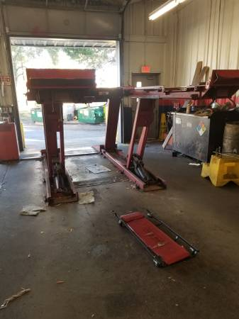 Photo Alignment rack Hunter 8000 lb $3900 - $3900 (Milton)