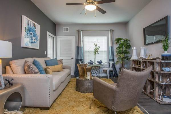 Photo Amazing luxury building. Dazzling features and amenities (Panama City Beach)