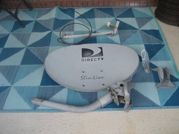 Photo Direct TV antenna and Mount - $15 (Lynn Haven, FL)