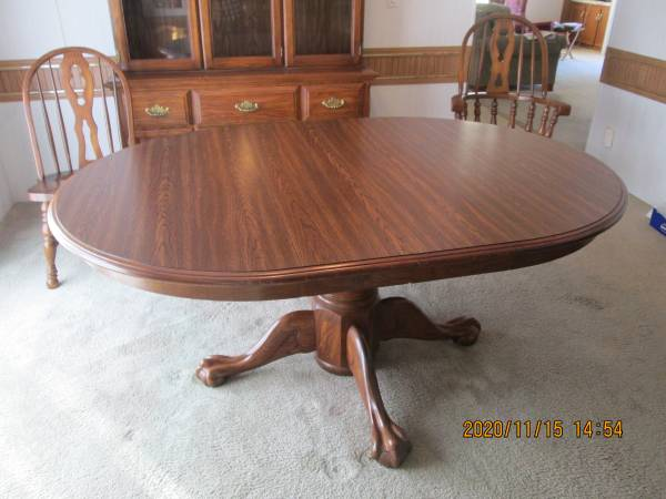 Photo Formal Oak Dining Table, Chairs - $300 (Panama City)