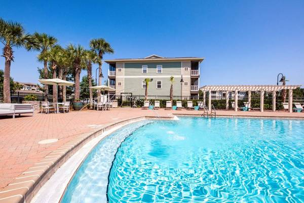 Photo Stunning 2 Bedroom- MINUTES TO THE BEACH (Panama City Beach)