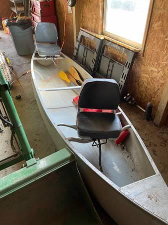 Photo 13 ft aluminum canoe - $350 (Colliers)