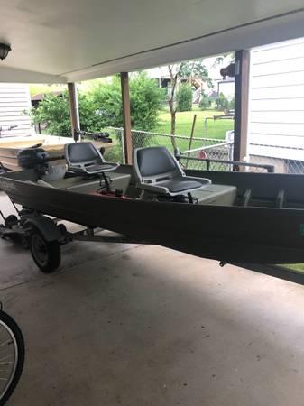 Photo 14 ft Jon boat Johnson 9.9 - $2,100 (Nitro)
