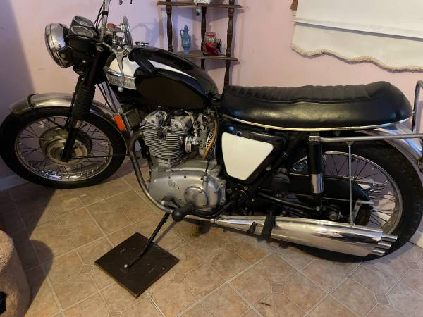 Photo 1970 Triumph 750 Trident All numbers matching - $7,900