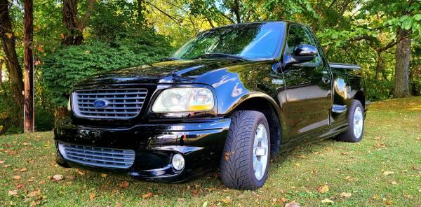 Photo 2001 Ford SVT Lightning - $22,000