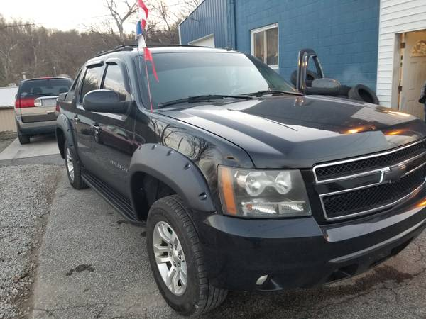 Photo 2007 Chevy avalanche 4x4 - $10,995 (Parkersburg)