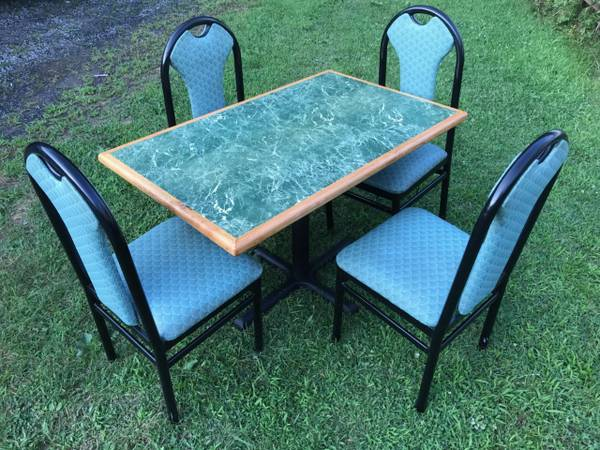 Photo COMMERCIAL RESTAURANT TABLE  4 CHAIRS-$65 - $65 (Moundsville)