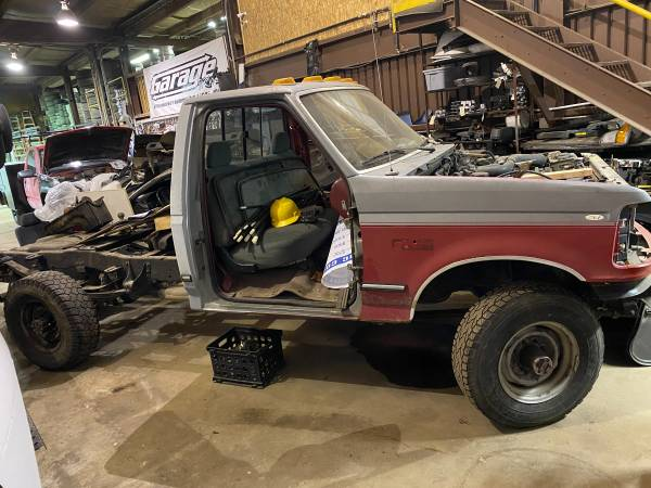 Photo FULL PART OUT 1992 FORD F250 - $893 (VIENNA)
