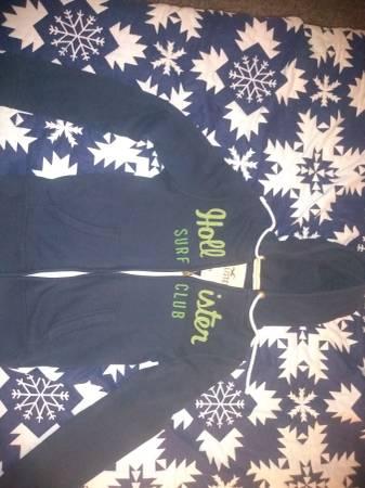 Photo Hollister hoodie  shirts - $5 (Zanesville)
