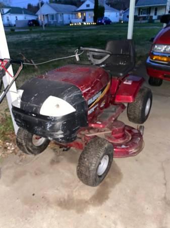 Photo Murray hydrostatic riding mower - $350 (Parkersburg wv)
