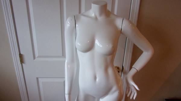 Photo store mannequin female - $100 (belmont)
