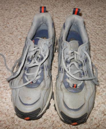 Photo Asics trail running shoes - $15 (State College)