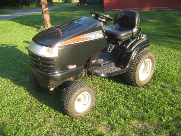 Photo CRAFTSMAN GS6500 YARD TRACTOR - $600 (Milroy)