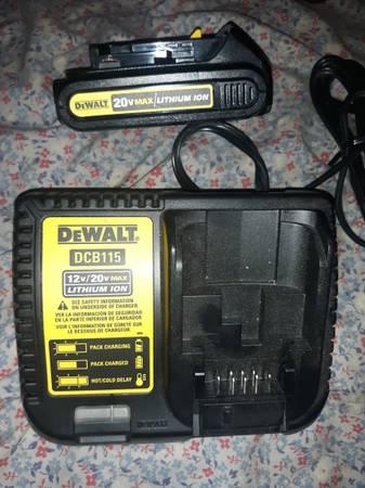 Photo DeWalt Battery Charger  Battery - $1 (DuBois)