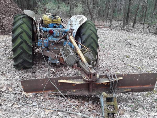 Photo Ford 5000 Diesel Tractor - $1000