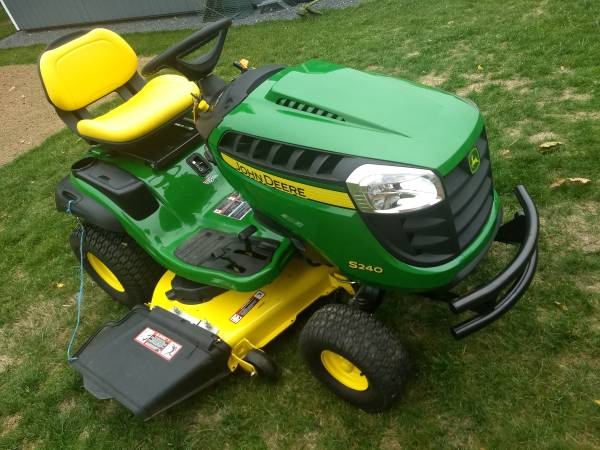 Photo John Deere S240 Lawn Mower (Spring Mills)