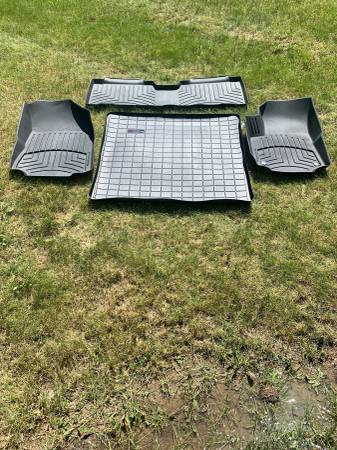 Photo Like new WeatherTech mats for 2018 Chevy Equinox - $180 (State College)