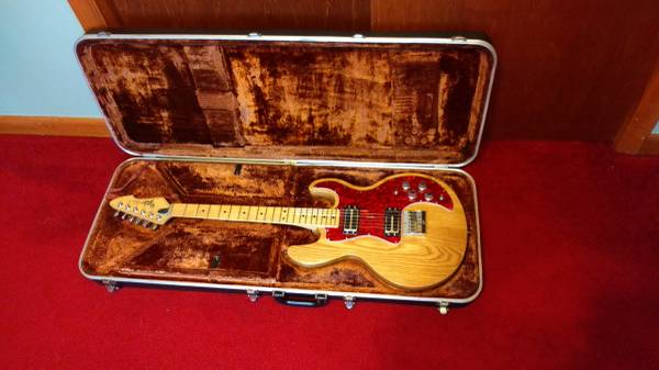 Photo Peavey T-60 ELECTRIC GUITAR - $550 (Howard, Pa)