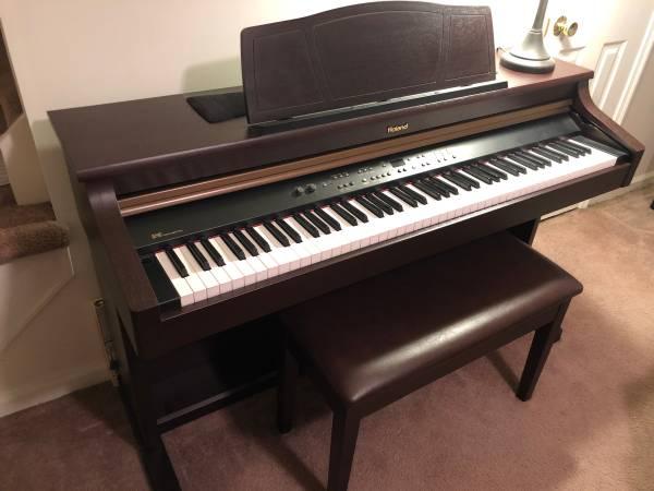 Photo Roland HP107 Digital Piano - $800 (Reedsville)