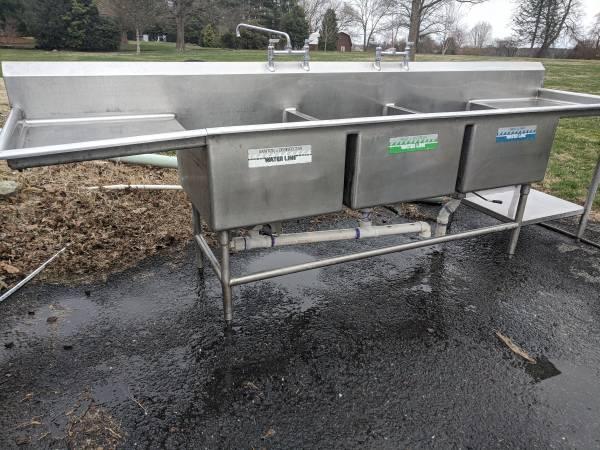 Photo Three 3 sink Stainless Steel Restaurant Sink - $500 (Mechanicsburg)