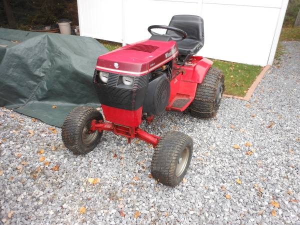 Photo WHEEL HORSE TRACTOR - $2,300 (johnstown)
