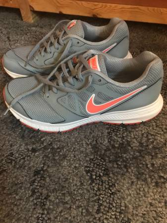 Photo Womens Nike Sneakers size 9 - $25 (Centre Hall)