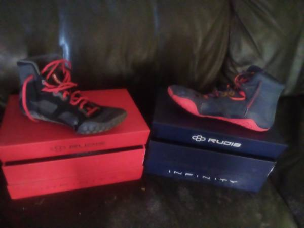 Photo Wrestling shoes size 12 (Pine Grove Mills)
