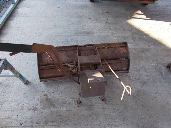 Photo sears snow plows , single garden plow  7ft snow plow - $40 (lewistown)