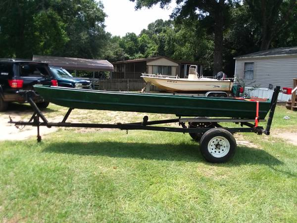 Photo 14 ft. Boat and trailer - $700 (Pace)