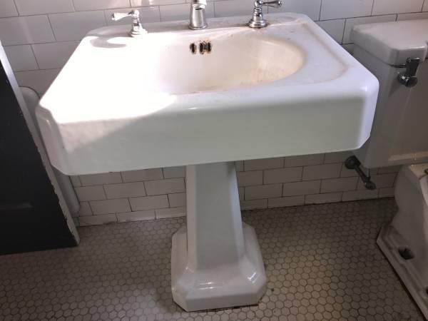 Photo Antique Cast Iron Enamel Pedestal Sink - White - $300 (Pensacola)