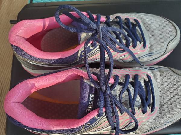 Photo Asics womens tennis shoes size 8 - $20 (Pensacola)
