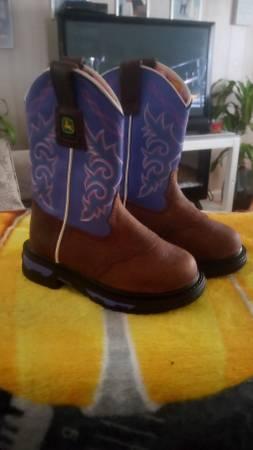 Photo Baby girls John Deere boots new sz 8.5 - $35 (Milton)