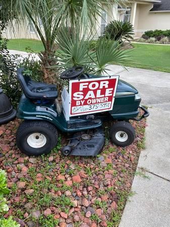 Photo Craftsman Tractor Lawn Mower - $350 (Pensacola)