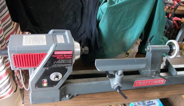 Photo Craftsman variable speed wood lathe - $200