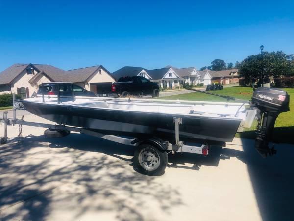 Photo Fiberglass boat - $5,000 (Pace)